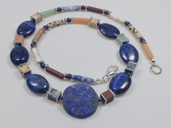 Halskette mit Lapis und bunten Achaten